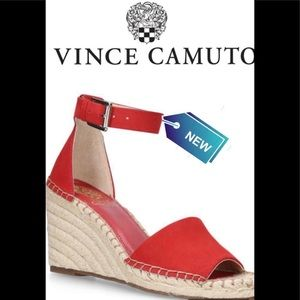 VINCE CAMUTO suede Leera Sandal Red size 9